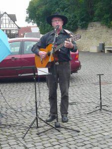 5 Rüdiger und seine Gitarre